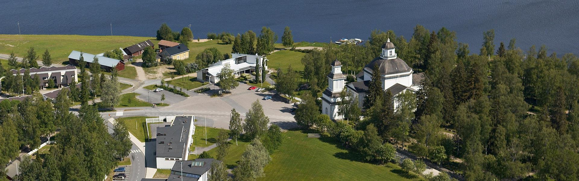 Ilmakuva Alajärven kirkosta